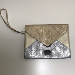 Silver-gold pouch.